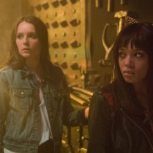 Hell Fest: Reign Edwards e Amy Forsyth in una scena del film