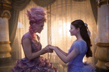 The Nutcracker and the Four Realms: Keira Knightley e Mackenzie Foy in una foto del film