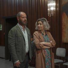 Uno di famiglia: Pietro Sermonti e Sarah Felberbaum in una scena del film