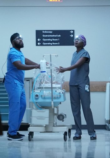 Theresident S2E01 1