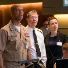 Hunter Killer - Caccia negli abissi: Gary Oldman, Common e Linda Cardellini in una scena del film
