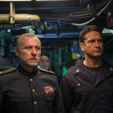 Hunter Killer - Caccia negli abissi: Gerard Butler e Michael Nyqvist in una scena del film