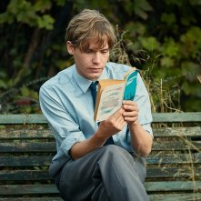 Chesil Beach - Il segreto di una notte: Billy Howle in una scena del film