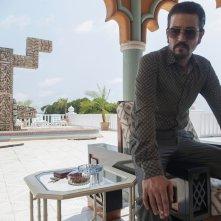 Narcos: Messico, Diego Luna in una foto di scena