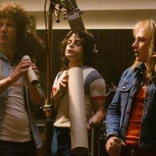 Bohemian Rhapsody: Rami Malek, Gwilym Lee e Ben Hardy in una scena del film