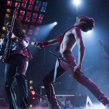 Bohemian Rhapsody: Rami Malek e Gwilym Lee in una scena del film