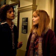 Bohemian Rhapsody: Rami Malek e Lucy Boynton in una scena del film