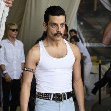 Bohemian Rhapsody: Rami Malek in un momento del film