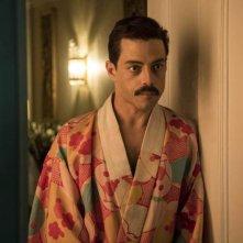 Bohemian Rhapsody: Rami Malek in una scena del film