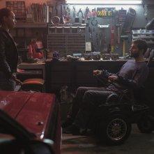 Upgrade: Logan Marshall-Green e Betty Gabriel in una scena del film