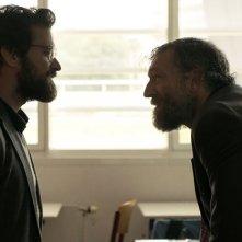Black Tide: Vincent Cassel e Romain Duris in una scena del film