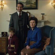A Very English Scandal: Hugh Grant e Monica Dolan in una scena della serie