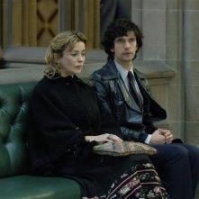 A Very English Scandal: Eve Myles, Ben Whishaw in una scena della serie