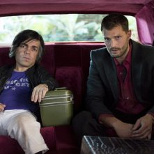 My Dinner with Hervé: un scena con Peter Dinklage e Jamie Dornan