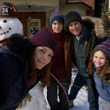 Qualcuno salvi il Natale: Oliver Hudson, Kimberly Williams-Paisley, Darby Camp, Judah Lewis in una scena del film