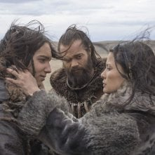 Alpha - Un'amicizia forte come la vita: Natassia Malthe, Jóhannes Haukur Jóhannesson, Kodi Smit-McPhee in una scena