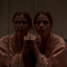 Suspiria: Mia Goth in una scena