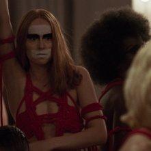 Suspiria: un momento del remake con Dakota Johnson
