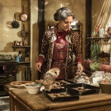 La befana vien di notte: Paola Cortellesi è la Befana nel film di Michele Soavi