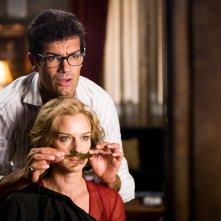 Basta un paio di baffi: Antonia Liskova e Marco Bonini in una scena del film