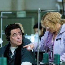 Escape at Dannemora: Benicio del Toro e Patricia Arquette in una foto della serie