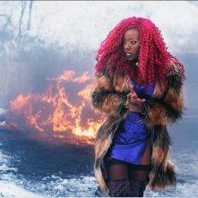 Titans: Anna Diop in una scena d'azione