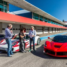 The Grand Tour: Jeremy Clarkson, James May, Richard Hammond con le signore Ferrari, Porsche e McLaren