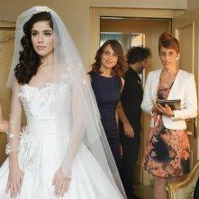 Compromessi Sposi: Grace Ambrose, Valeria Bilello e Susy Laude in una scena