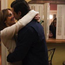 Ricomincio da me: Jennifer Lopez e Milo Ventimiglia in una scena romantica