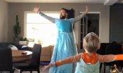 Frozen, papà e figlio si trasformano in principesse per un video virale