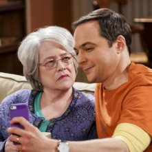 The Big Bang Theory: Jim Parsons e Kathy Bates nell'episodio The Consummation Deviation
