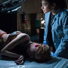 L'esorcismo di Hannah Grace: Shay Mitchell in una sequenza de film horror