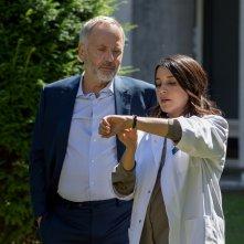 Parlami di te: Fabrice Luchini insieme a Leïla Bekhti in una scena
