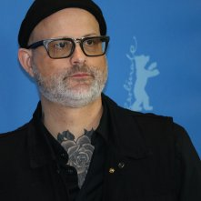 Berlino 2019: primo piano di Denis Côté al photocall di Ghost Town Anthology