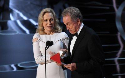 Oscar: i 7 momenti shock della cerimonia, da La La Land al rifiuto di Marlon Brando
