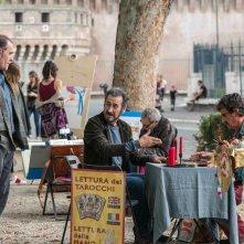 Domani è un altro giorno: Valerio Mastandrea insieme a Marco Giallini in una scena