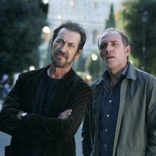 Domani è un altro giorno: Marco Giallini con Valerio Mastandrea in una scena