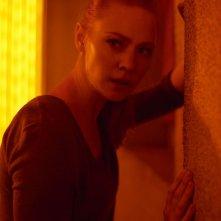 Escape Room: Deborah Ann Woll durante una scena del film