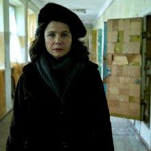 Chernobyl: Emily Watson in una scena della miniserie