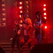 The Dirt: Mötley Crüe, la band si esibisce sul palco in una scena del film