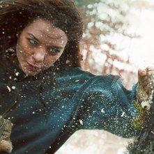 Hanna: Esme Creed-Miles in una scena d'azione