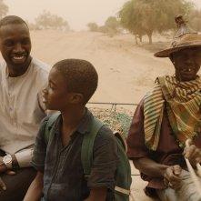 Il viaggio di Yao: Omar Sy e Lionel Louis Basse in un momento del film