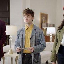 Miracle Workers:Daniel Radcliffe, Karan Soni, Geraldine Viswanathan in una scena