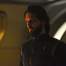 Stark Trek Discovery: Shazad Latif in una scena dell'episodio Through the Valley of Shadows