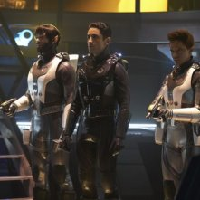 Stark Trek Discovery: Sonequa Martin Green e Ethan Peck in una scena dell'episodio Through the Valley of Shadows