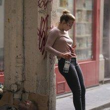 Killing Eve: Jodie Comer in una scena dell'episodio Do You Know How to Dispose of a Body?