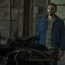 American Gods: Omid Abtahi in  una scena dell'episodio The Ways of the Dead
