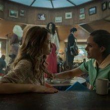 American Gods: Emily Browning e Sakina Jaffrey inuna scena