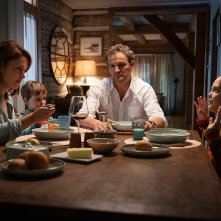 Pet Sematary: Jason Clarke, Amy Seimetz, Jeté Laurence, Hugo Lavoie in una scena