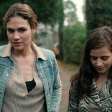 Undercover: una scena con Anna Drijver ed Elise Schaap